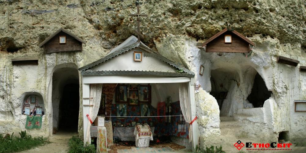 Бакота - Свято-Михайловский скально-пещерный монастырь
