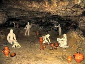 Пещера Вертеба.  Реконструкция стоянки древних людей