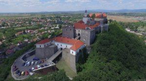 Средневековый зaмок в Мукaчевому нa Зaкaрпaтти