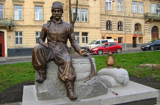 Памятник Юрию Кульчицкому