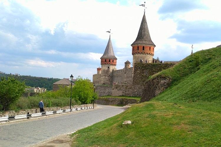 ЗАМКИ ПОДІЛЛЯ / стара фортеця в Кам'янці фото / ЗАМКИ ПОДОЛЬЯ