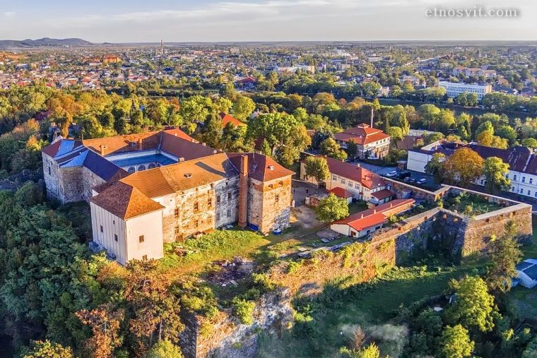 Ужгородський замок / детский лагерь в Карпатах