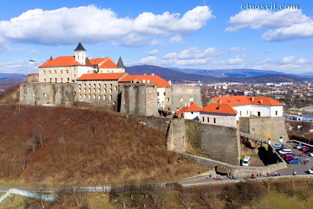 Замки Закарпатья - замок Паланок