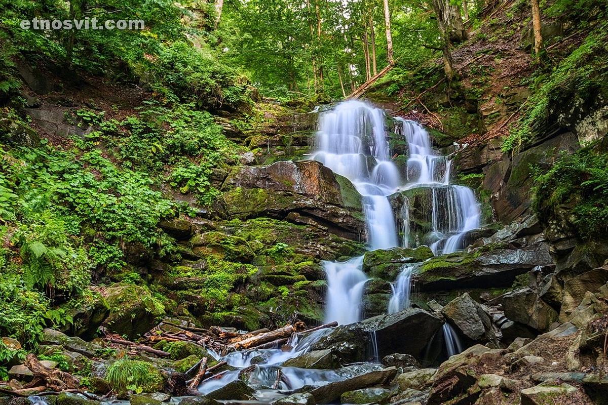 Знаменитый водопад Шипот
