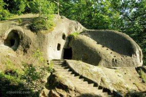 Скельний монастир в Розгірче