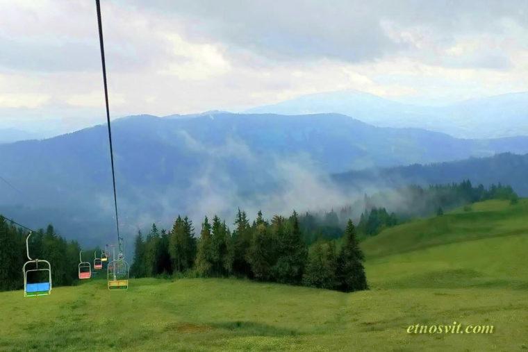 Славсько - можна піднятися канатно-крісельною дорогою на гору Тростян