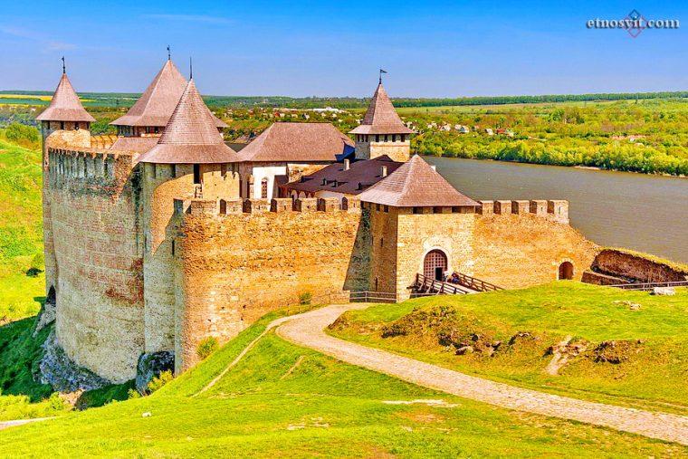 Хотинская крепость   Черновицкая область