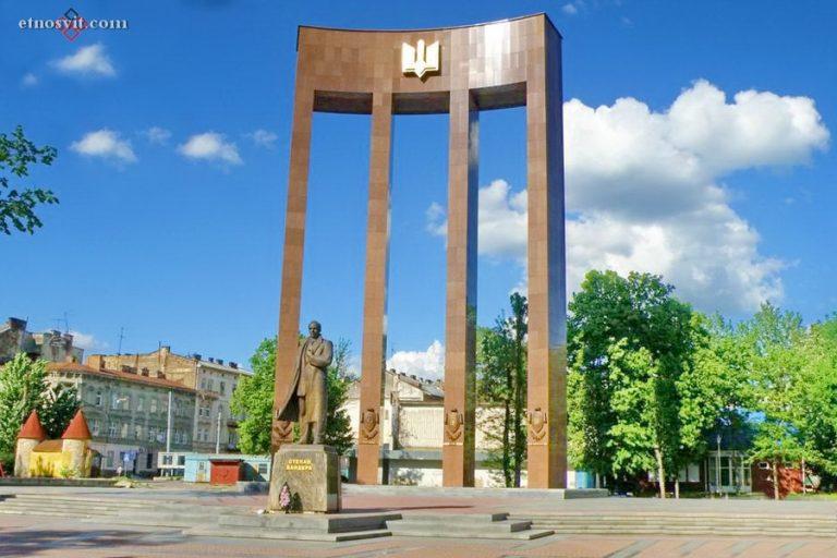 Памятник Степану Бандере (Львов)