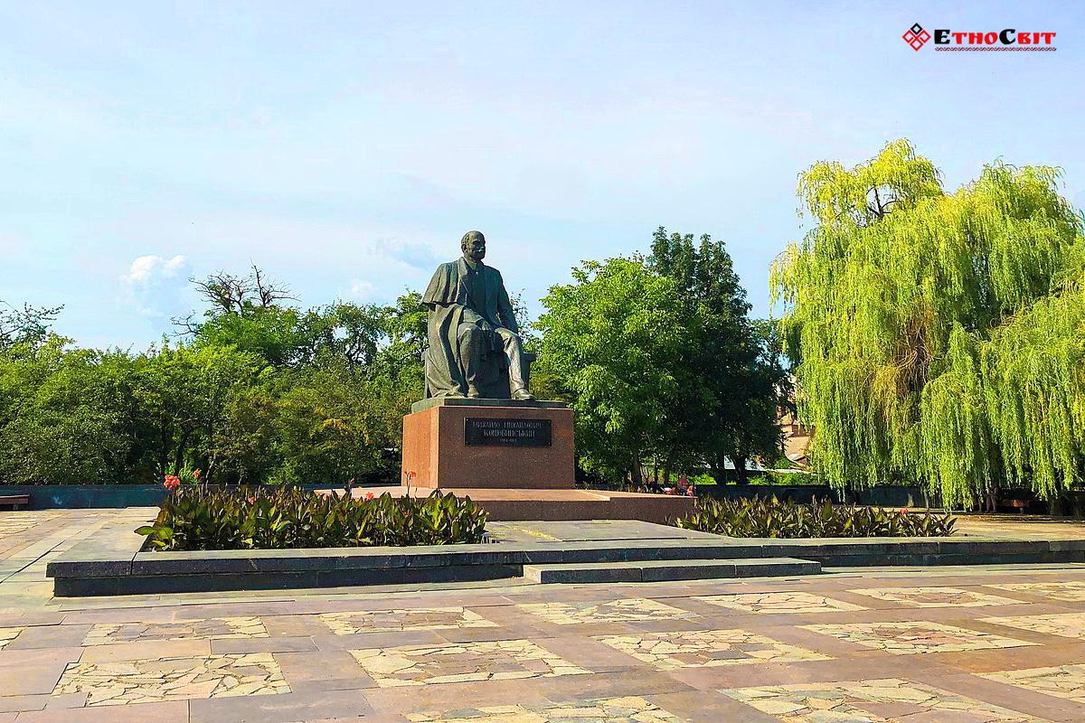 Вінниця туристична | пам'ятник Коцюбинському